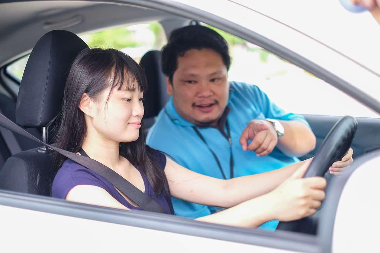 เรียนขับรถยนต์